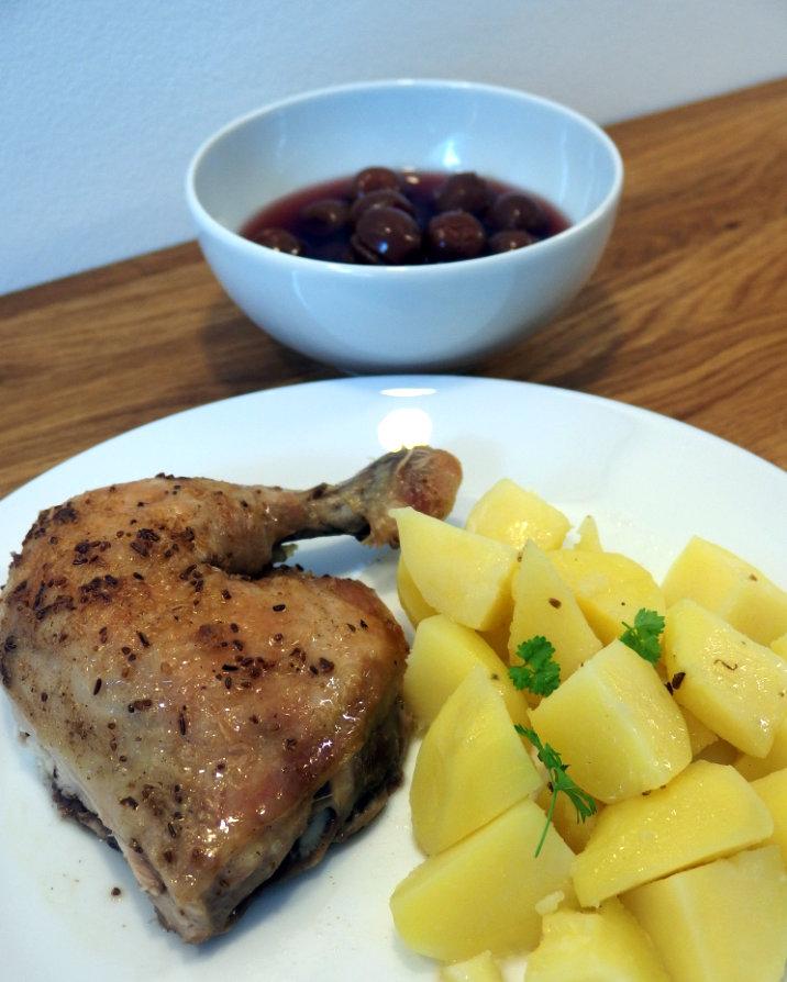 ovoce třešňový kompot a pečené kuře